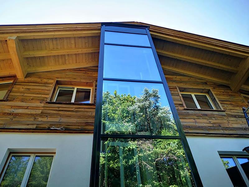 Einhausung Glas Aufzug Wohnhaus